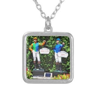 THE 2012 TRAVERS DEAD HEAT NECKLACE