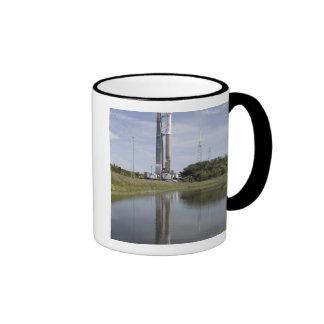The Atlas V/Centaur arrives on the launch compl Ringer Mug