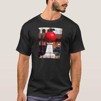 THE BIG RED APPLE - Cornelia, Georgia T-Shirt