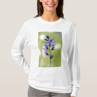 The blossom of a camas lily in Valley County, T-Shirt