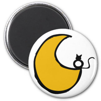 The cat and the moon magnet
