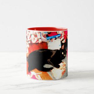THE CAT LOVES CHRISTMAS mug