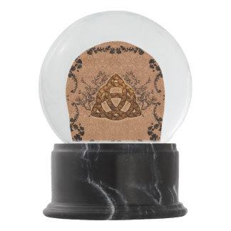 The celtic sign snow globe
