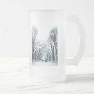 The Central Park Mall In Winter 16 Oz Frosted Glass Beer Mug