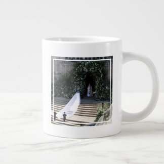 The Duke & Duchess of Sussex: Entering the Chapel Giant Coffee Mug