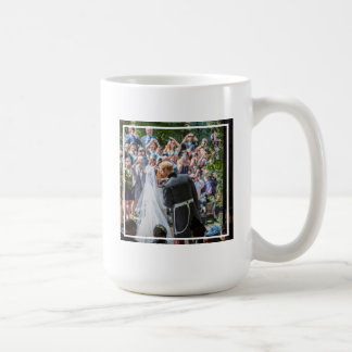 The Duke & Duchess of Sussex: First Kiss - Behind Coffee Mug