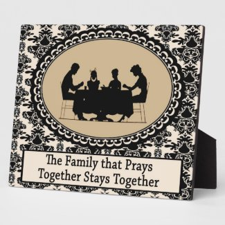 The Family that Prays Together Plaque