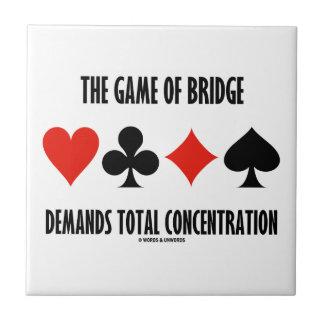 The Game del puente exige la concentración total Azulejo Cuadrado Pequeño