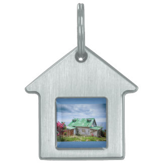 the green roof pet name tag
