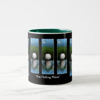 """""""THE HIDING PLACE"""" Funny Golfer's Mug"""