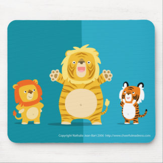 The liger and his proud parents mousepad