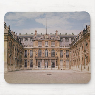 The Louis XIII Courtyard, or the Marble Mouse Pad