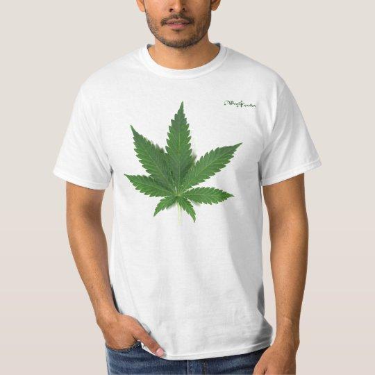 """""""THE MEDICAL CANNABIS LEAF""""... BY WEEDFARMER T-Shirt"""