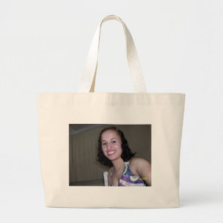 the model´s large tote bag