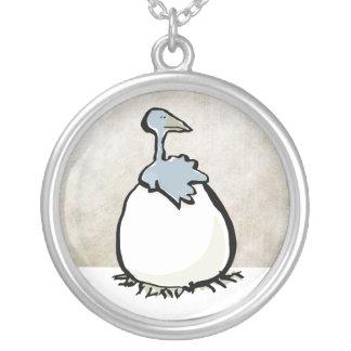 The nest round pendant necklace