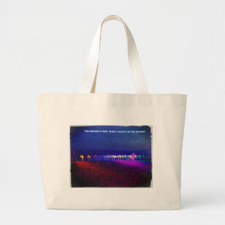 The person is free while trusts in the de tote bag