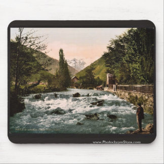 The Pique Waterfall, Luchon, Pyrenees, France clas Mouse Pad