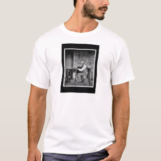 The playing the violin player T-Shirt