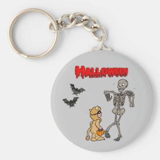 The skeleton is afraid of Halloween - Keychain