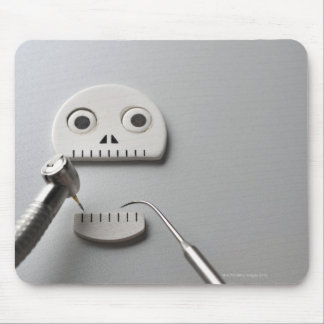 The skeleton which dental treatment is taken mouse pad