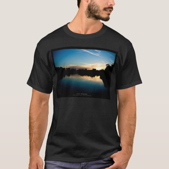 The sun 010 - Sunset at the city T-Shirt