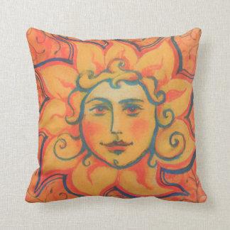 """""""The Sun"""", folclore, arte de la fantasía, naranja Cojín Decorativo"""