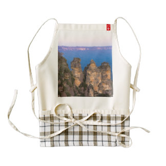 The Three Sisters, Blue Mountains, New South Wales Zazzle HEART Apron