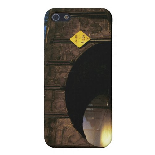 The Tunnel I - Magical World Beyond the Tunnel iPhone SE/5/5s Cover