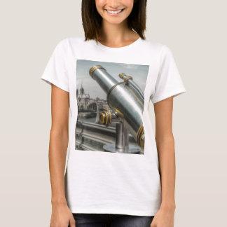 The view to Cathédrale Notre Dame, Paris France T-Shirt