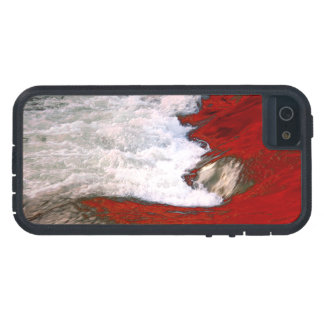The white foam stops to the red lava river case for iPhone SE/5/5s