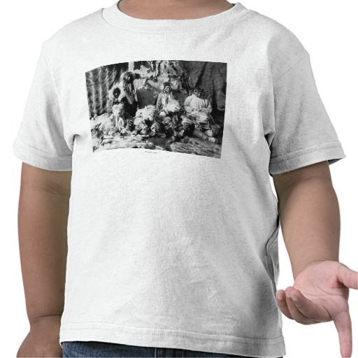 """The """"Wolf dance"""" of the Kaviagamutes Tshirt"""