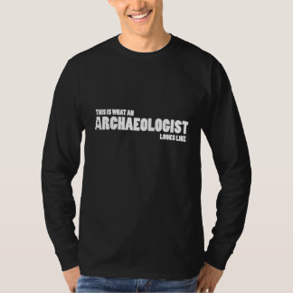 """This is what an archaeologist looks like"" long T T-Shirt"