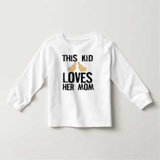 THIS KID LOVES HER MOM TODDLER T-SHIRT