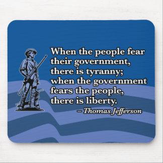 Thomas Jefferson cuando la gente teme al gobierno Tapetes De Raton