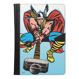 Thor que balancea Mjolnir adelante