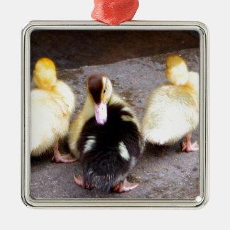 Three ducklings metal ornament