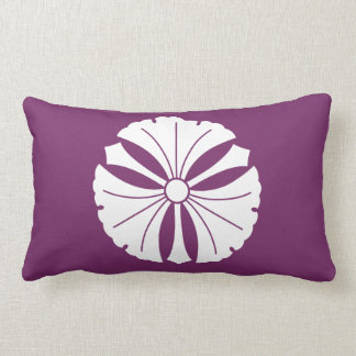Three ginkgo leaves with swords lumbar pillow