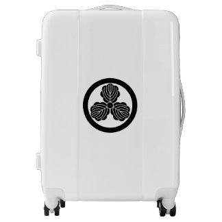 Three oak leaves(1) in circle luggage