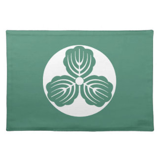 Three oak leaves in rice cake placemat