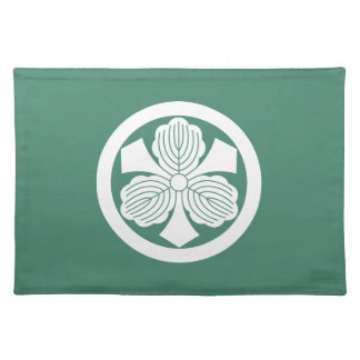 Three oak leaves with swords in circle placemat