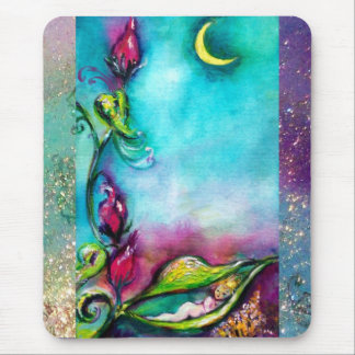 THUMBELINA SLEEPING BETWEEN ROSE LEAVES MOUSE PAD