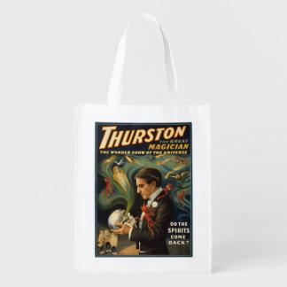 Thurston el gran mago que sostiene el cráneo bolsas de la compra