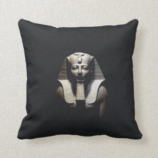 Thutmose III, 2 Almohada