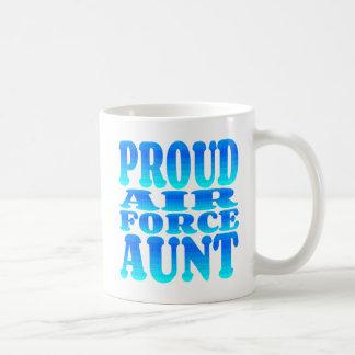 Tía orgullosa de la fuerza aérea taza básica blanca
