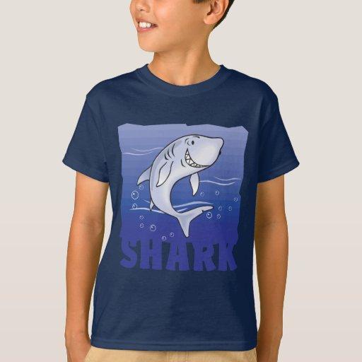 Tiburón amistoso del niño playera