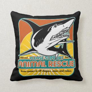 Tiburón animal del rescate cojines