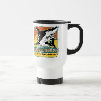 Tiburón animal del rescate taza de viaje