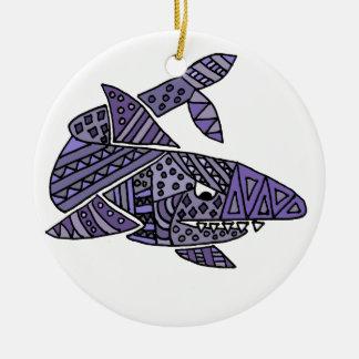 Tiburón artsy adorno navideño redondo de cerámica