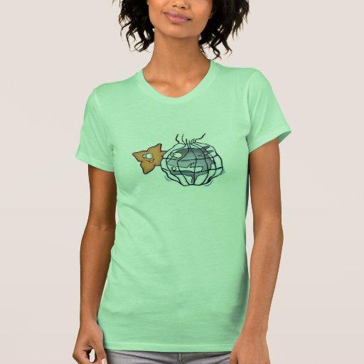 tiburón cogido en red camiseta