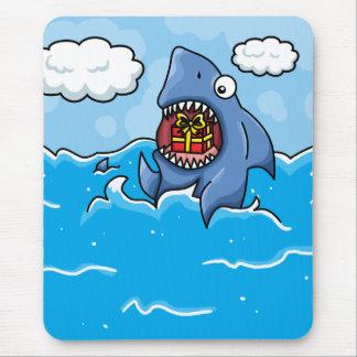 Tiburón con el presente alfombrilla de ratón